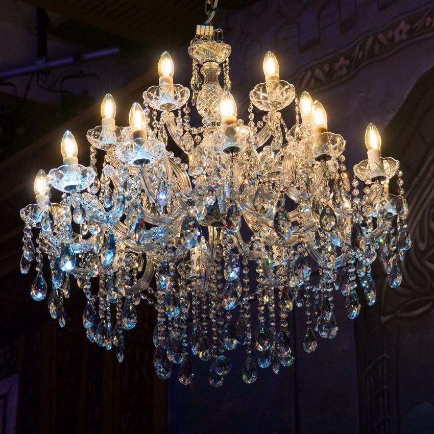 Đèn chùm vật trang trí không thể thiếu trong nội thất cổ điển
