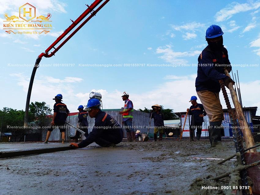 Đổ bê tông sàn biệt thự 2 tầng anh Chinh Bình Phước