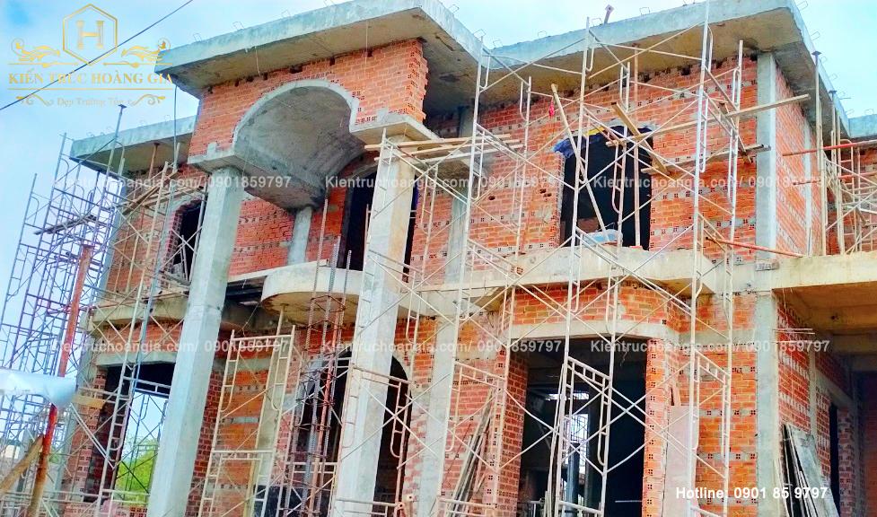 Xây tường ngăn phòng lầu 1 Biệt Thự anh Chinh Bình Phước