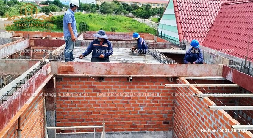 Thi công cốt thép máng xối nhà mái Thái anh Trung Bình Phước