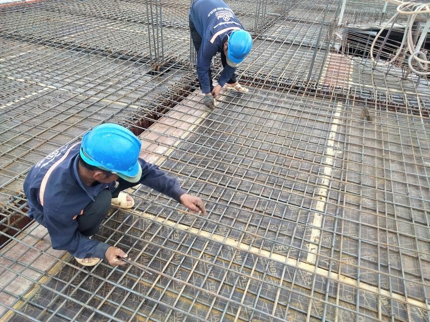Thi công cốt thép sàn sân thượng Lâu Đài cổ điển tại Bình Dương