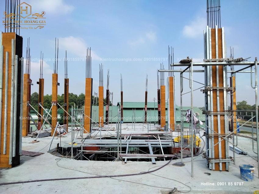 Lắp cốt thép, cốp pha, đổ bê tông cột lầu 1 Dinh Thự Bình Dương