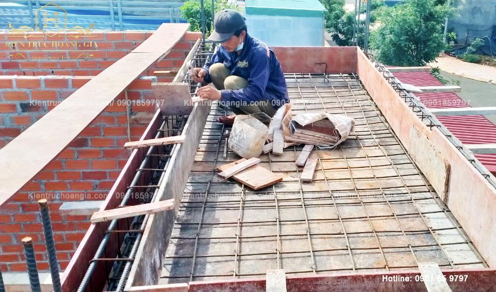 Thi công xây tường và máng xối nhà mái Thái tại Bình Phước